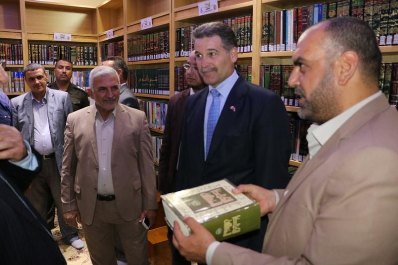 السفير الكندي في العراق يشيد بالخدمات المقدمة في مكتبة الروضة الحيدرية المقدسة