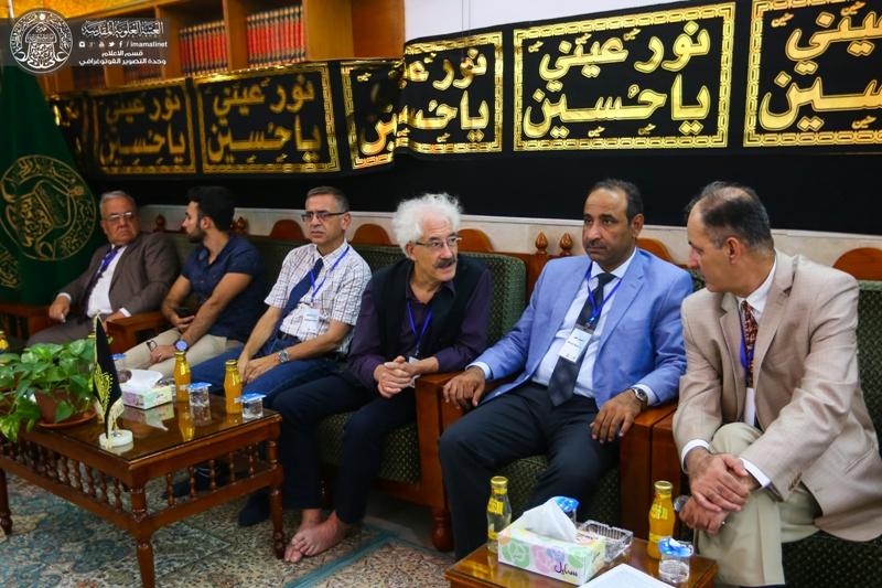 خبراء آثار عرب وأجانب يبدون إعجابهم بالمعالم التاريخية والأثرية لمرقد أمير المؤمنين (عليه السلام)