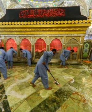 In Pictures…Washing the Holy Tomb of Imam Ali (PBUH)