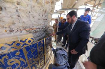 The Vice Secretary General Had the Honor of Laying the Last Quranic Brick on the Southern Minaret of the Imam Ali (PBUH) Holy Shrine