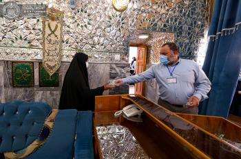 The Gifts and Vows Department at the Imam Ali (PBUH) Holy Shrine distributes more than (20) thousand gifts for visitors on Eid Al-Ghadeer