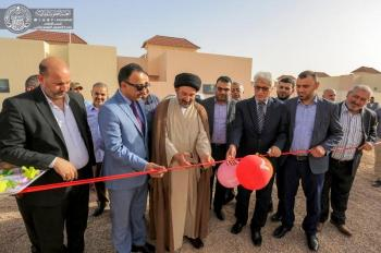 Secretary General of Imam Ali Holy Shrine sponsors the distribution of a new group of the houses of Qanbar Residential Complex for the employees and confirms the distribution of all the houses of the complex by the end of this year.