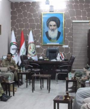The command of Imam Ali Combat Brigade of Imam Ali Holy Shrine discusses with the platoons of Popular Mobilization Forces ways of cooperation and readiness to liberate al-Hawija.