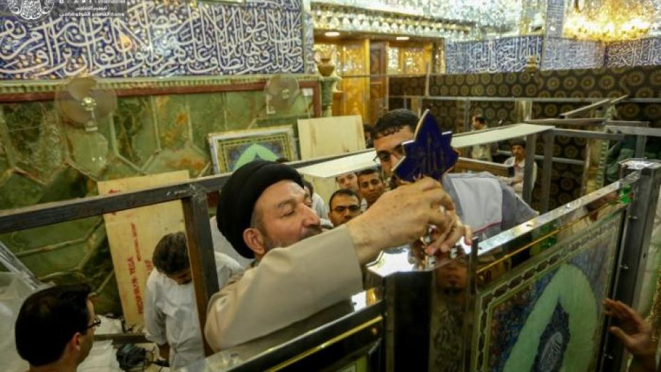 Putting up Glassy Partitions near the Holy Grave of Imam Ali (PBUH)